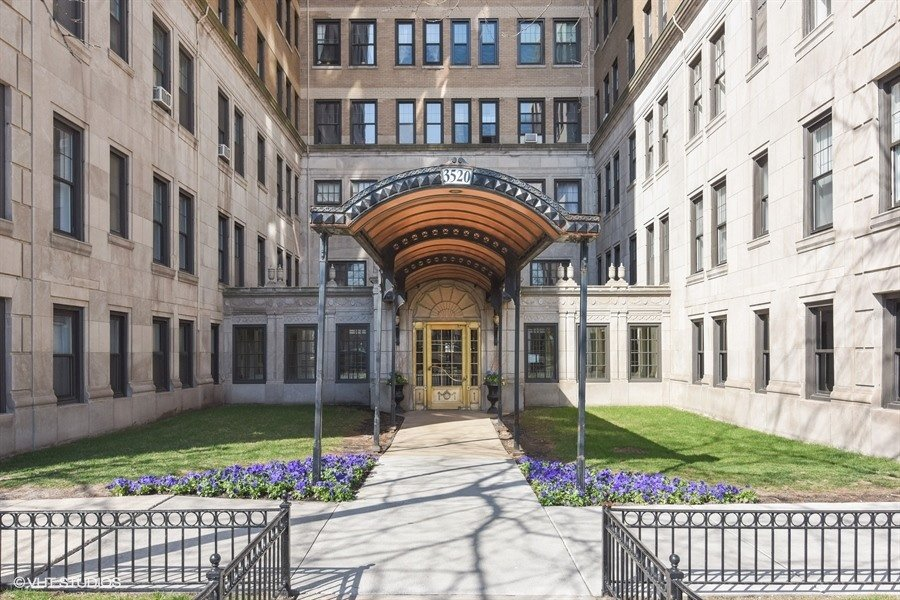 02_3520NLakeShoreDrive_Unit2F_571_FrontView_LowRes