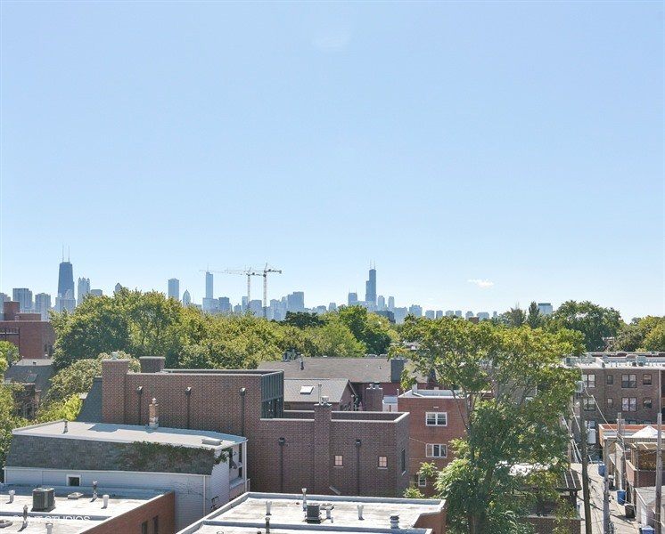 16_843WDiverseyPkwy_4_147_View_LowRes