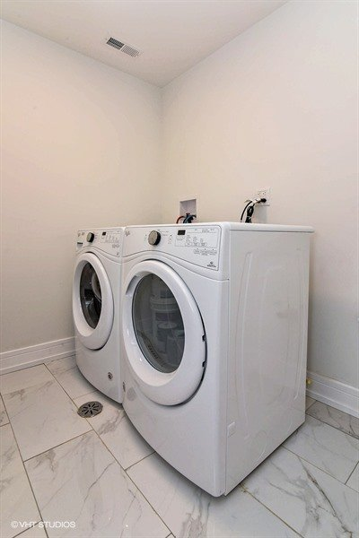 30_2500WBerteau_44_LaundryRoom_LowRes