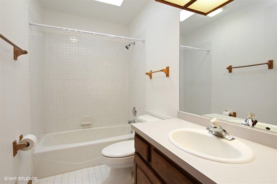 12_278HojemLn_8_Bathroom_LowRes