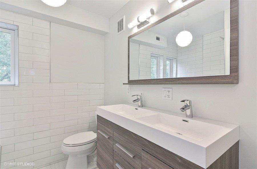 20_406AugustaSt_8_Bathroom_LowRes