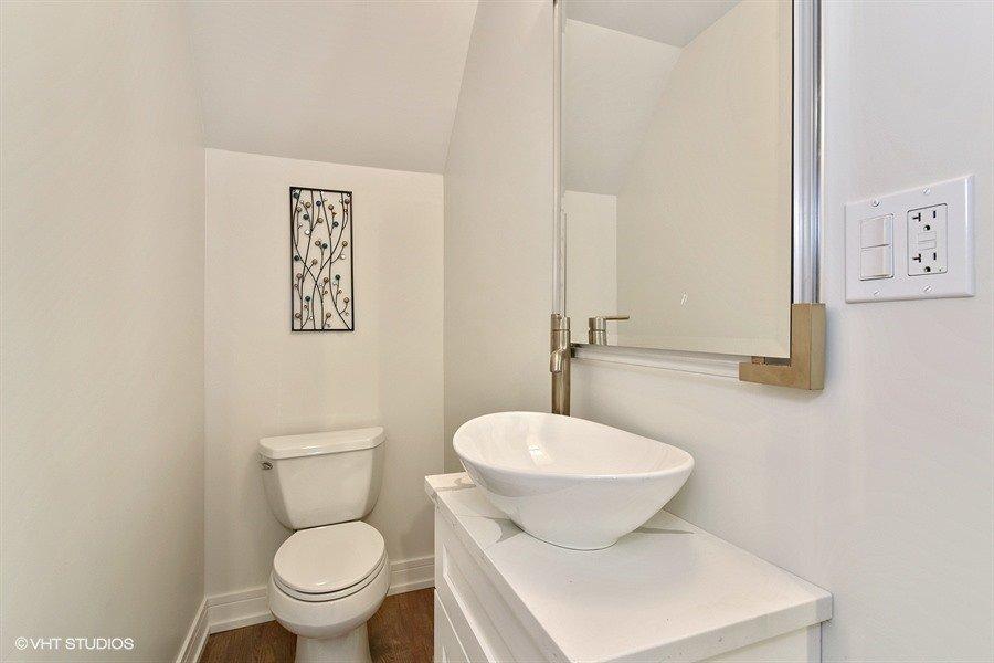 21_406AugustaSt_8001_Bathroom_LowRes