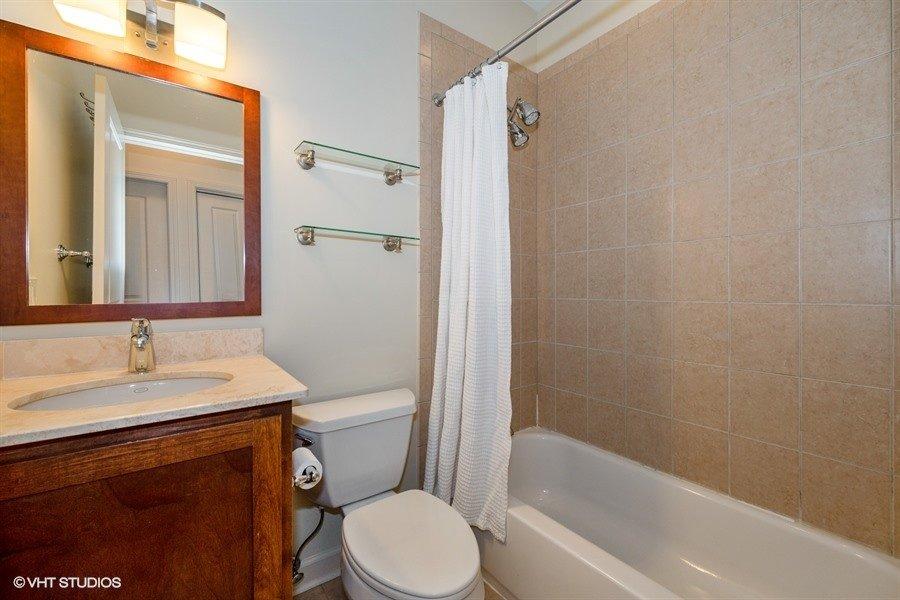 24_1849WNewport_2_323_Bathroom_LowRes
