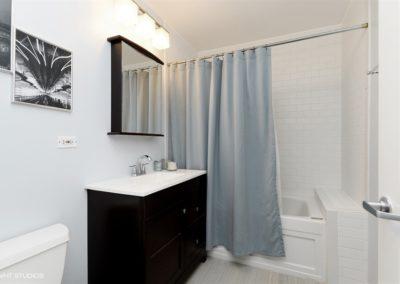 09_2251WStPaul_2A_8_Bathroom_LowRes