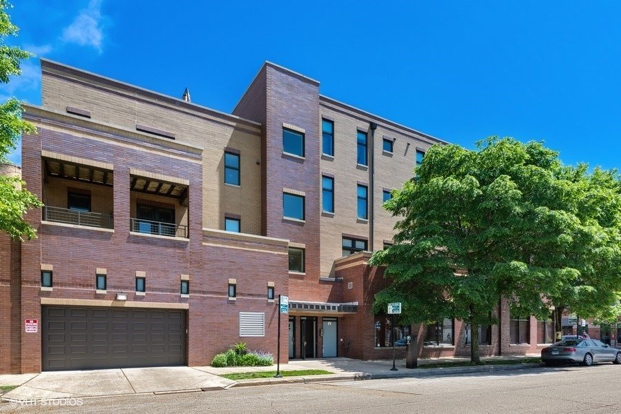01_3207NCliftonAve_Unit301_57_FrontView_LowRes