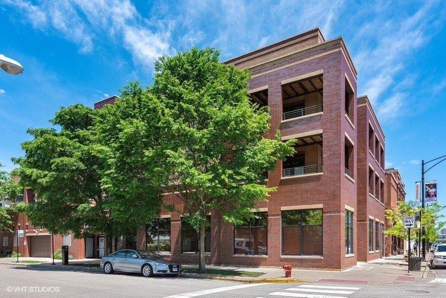20_3207NCliftonAve_Unit301_300_FrontView_LowRes