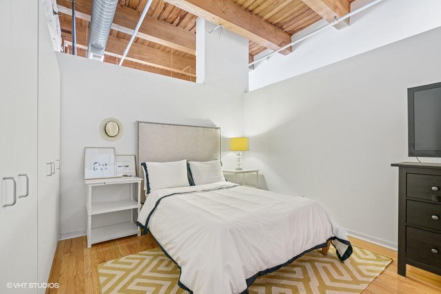 12_360-W-Illinois-St_427_18_Bedroom_Web