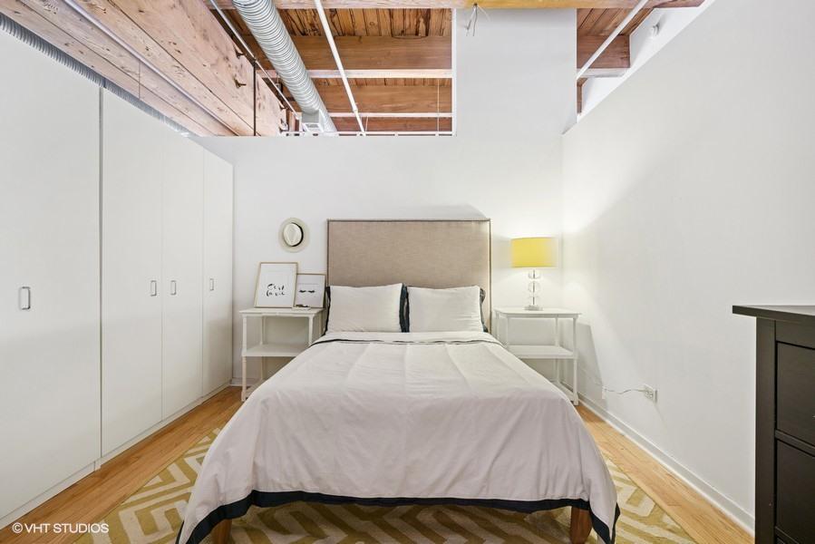 13_360-W-Illinois-St_427_18001_Bedroom_Web