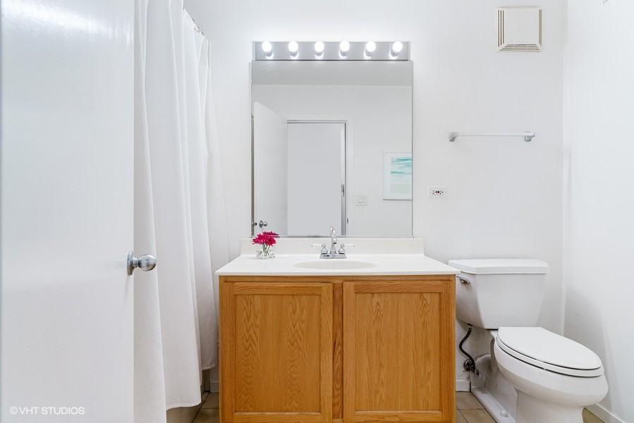 14_360-W-Illinois-St_427_8_Bathroom_Web