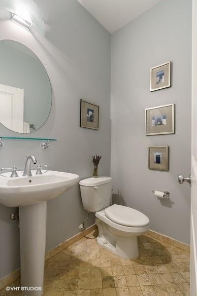 25_3616NDamenAve_Unit1_8_Bathroom_LowRes