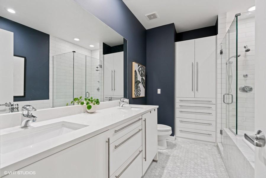 06_919-N-Wolcott-Ave_Unit-202_13_Primary-Bathroom_Web