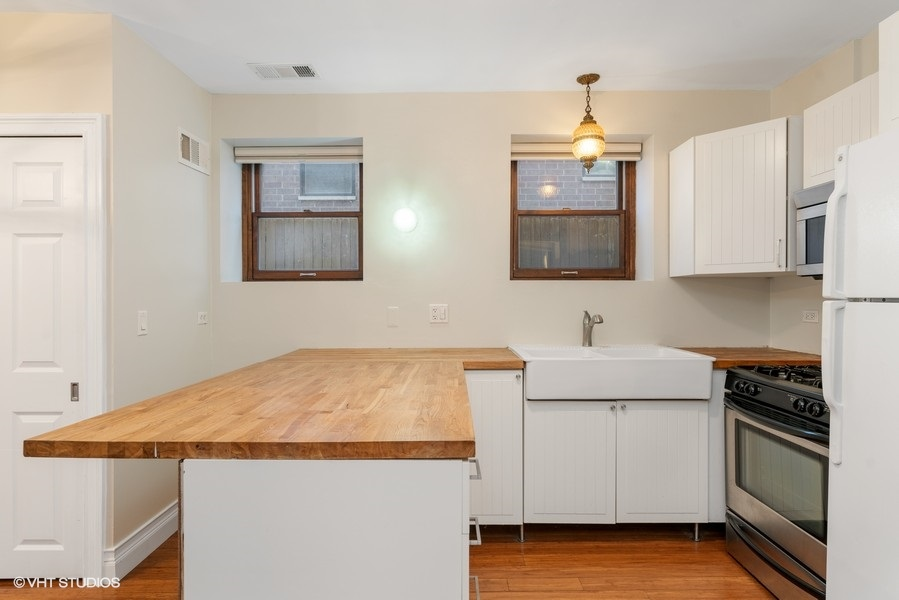 06_1751WAugustaAve_1N_177001_Kitchen_LowRes