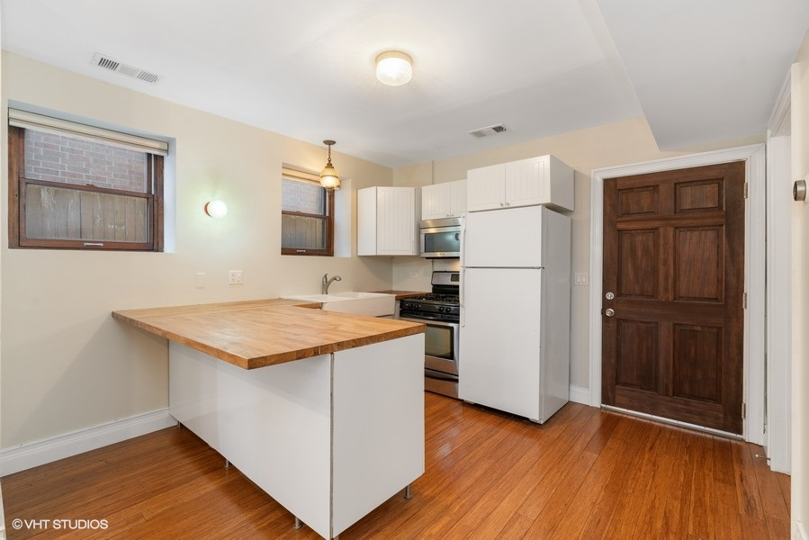 07_1751WAugustaAve_1N_5_Kitchen_LowRes