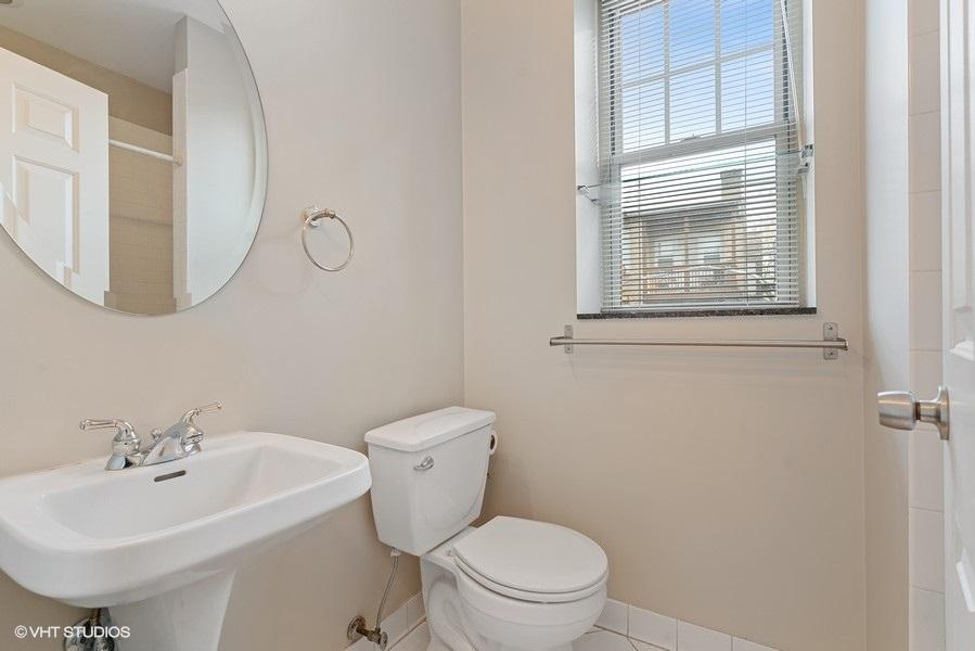 13_1257GranvilleAve_Unit2E_8_Bathroom_LowRes