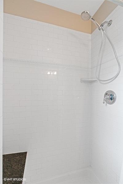 14_1257GranvilleAve_Unit2E_323_Bathroom_LowRes