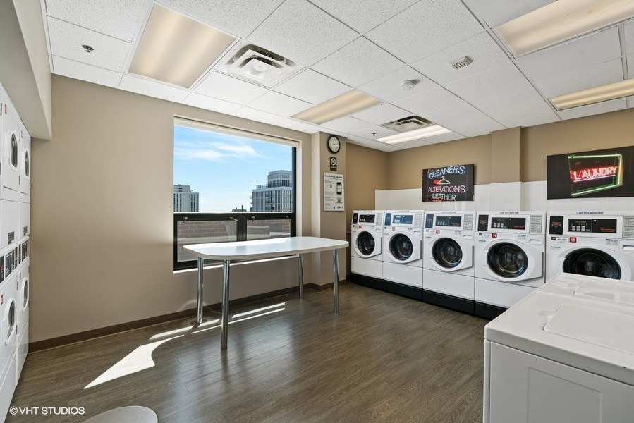 33_1250NDearborn_9B_44_LaundryRoom_LowRes