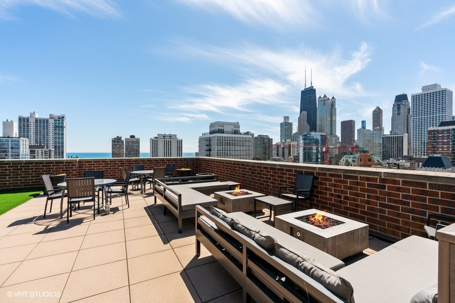 36_1250NDearborn_9B_188_RoofDeck_LowRes