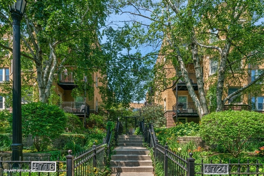 01_4718NBeaconSt_57_FrontView_LowRes