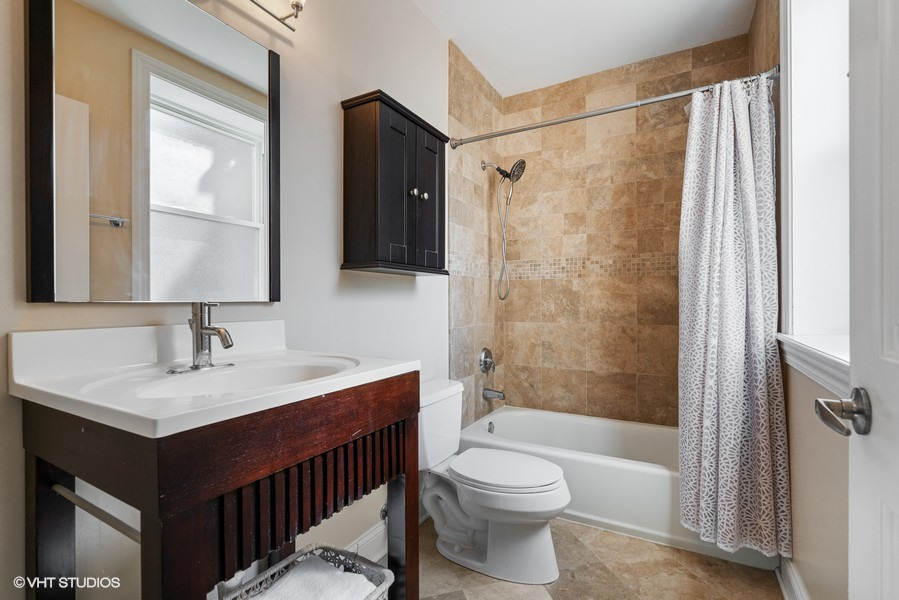 10_2140-W-Addison-St_Unit-1D_13_Primary-Bathroom_Web