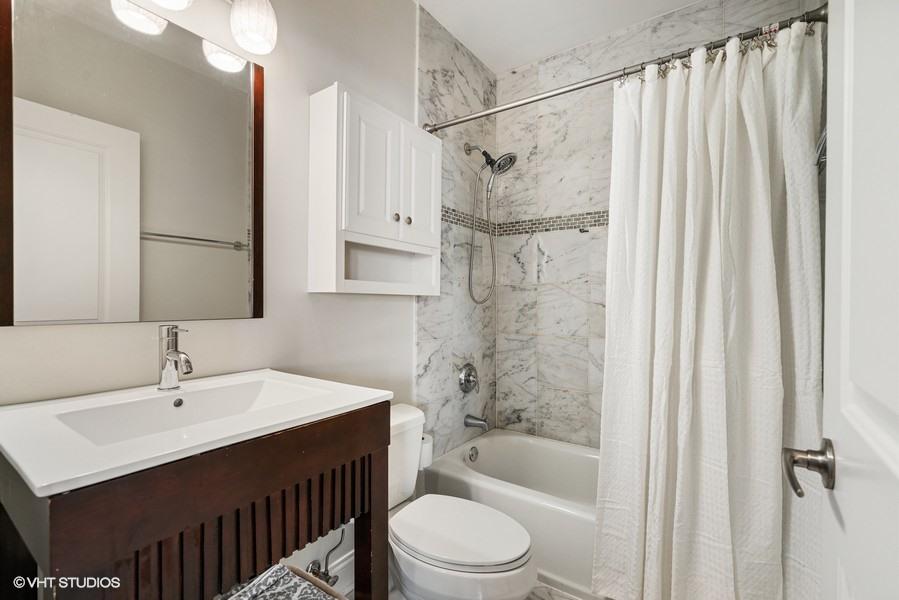 12_2140-W-Addison-St_Unit-1D_8_Bathroom_Web