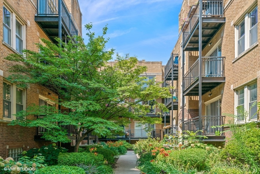 21_4718NBeaconSt_175_Courtyard_LowRes