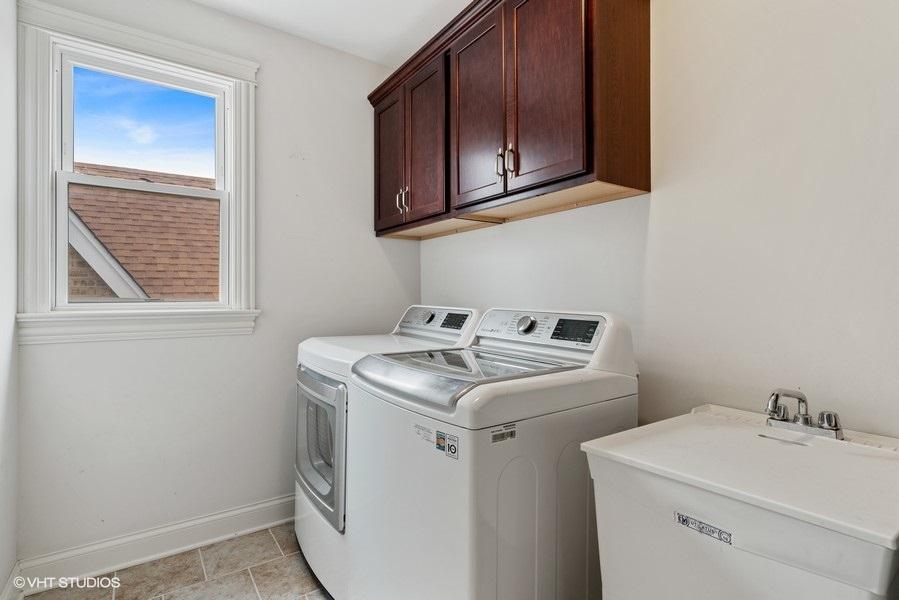 39_5517WByronSt_44_LaundryRoom_LowRes