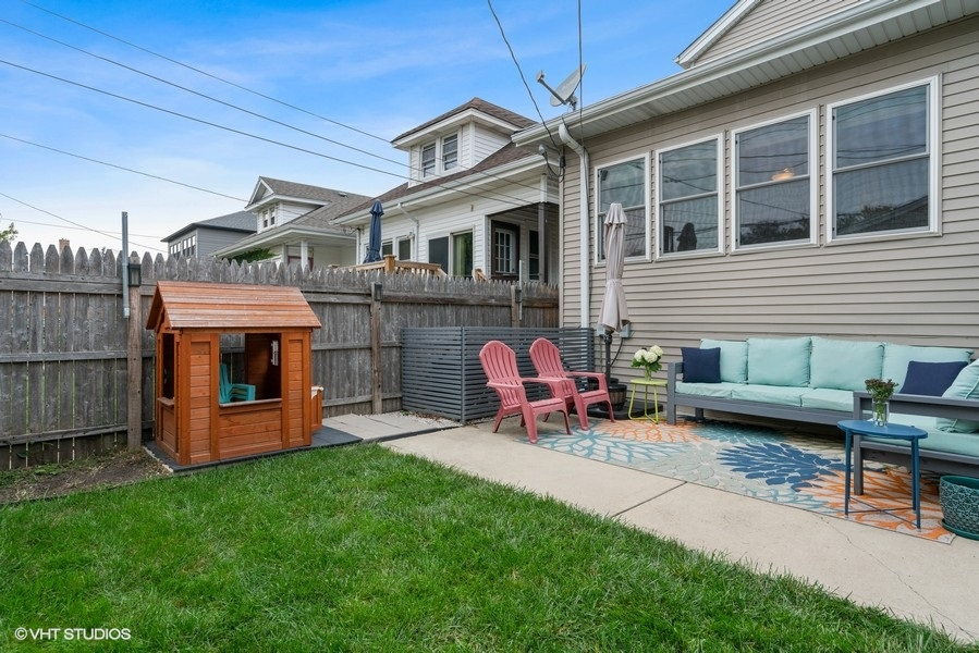 41_5517WByronSt_85_Patio_LowRes